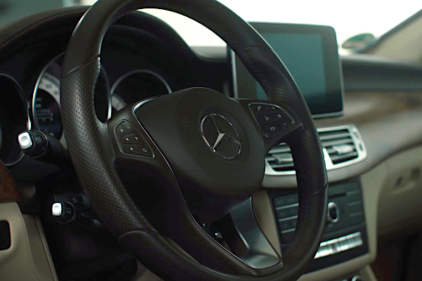 mercedes-lenkrad-auto-akzevo