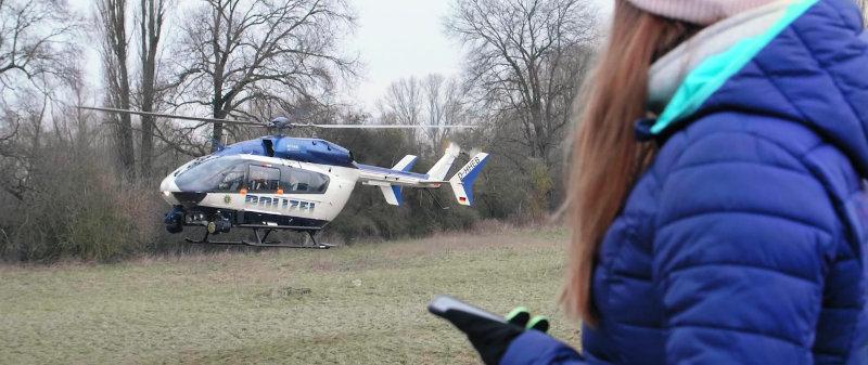 Bild eines Polizeihubschraubers in Hessen bei der Landung