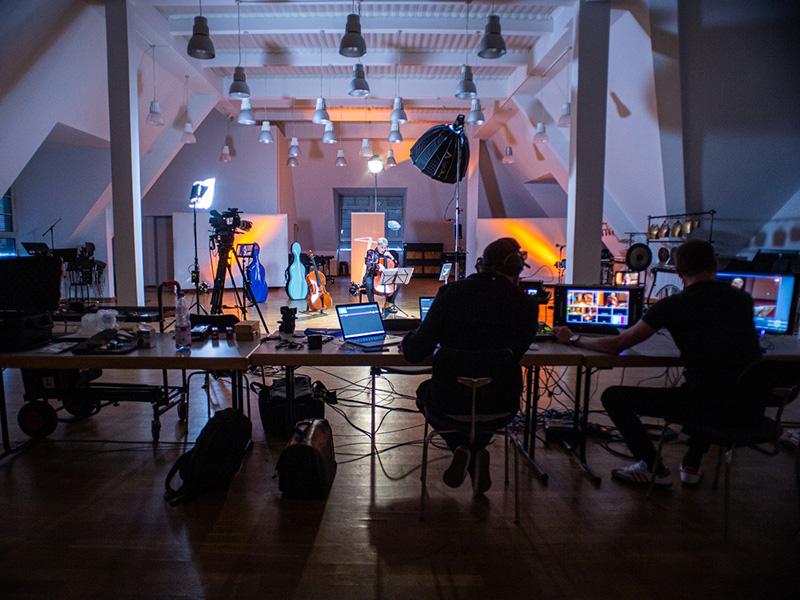 livestream-set-von-seehund-media-im-dachsaal-vom-ensemble-modern-in-frankfurt